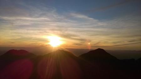 Aproveitando o pôr do sol no cume do Pico Paraná